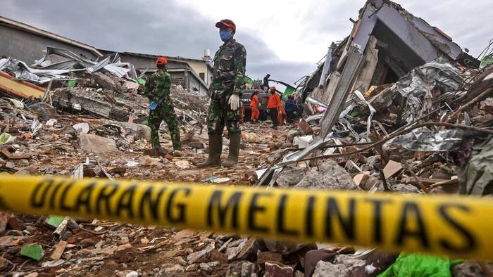 Bantu Korban Bencana Alam Mamuju